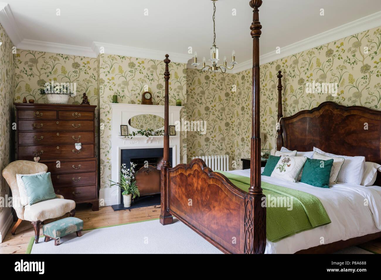 In legno antico letto a baldacchino in stile Regency con camera da ...