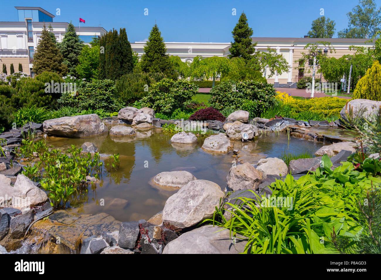 Arbusti Decorativi Da Giardino : Piantare arbusti ornamentali e alberi vicino a stony piscina con