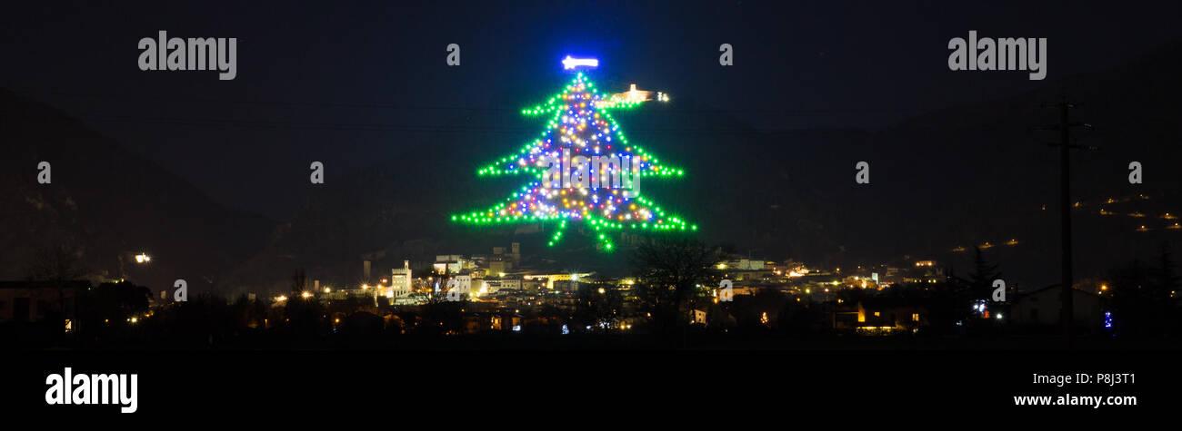 Albero Di Natale Gubbio.Gubbio Albero Di Natale L Albero Di Natale Piu Grande Del Mondo