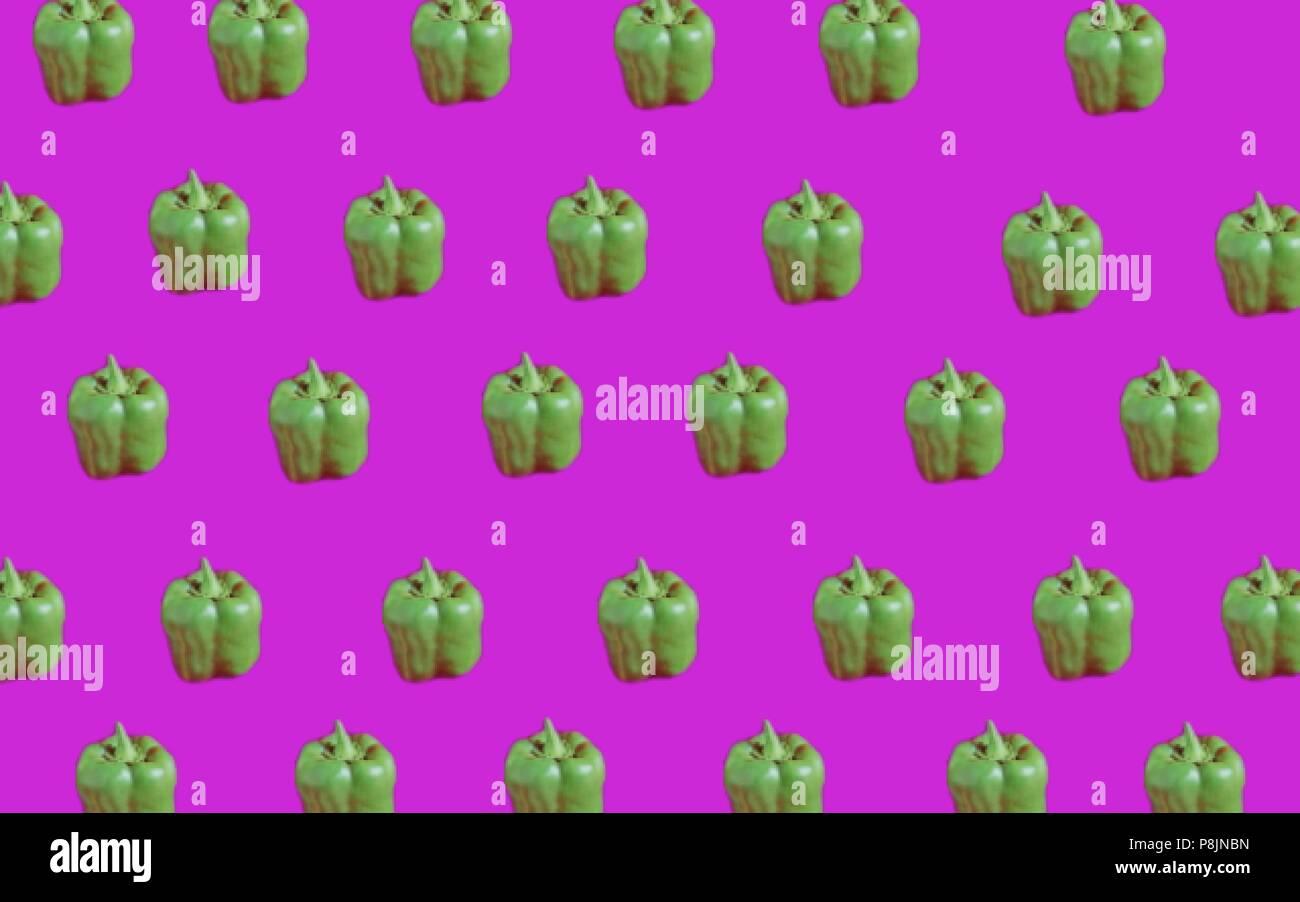 Peperoni verdi su sfondo fucsia Immagini Stock