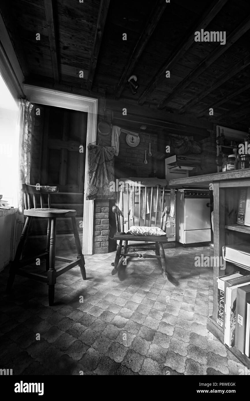 Agriturismo interni, cucina con sedia alti e finestra ...