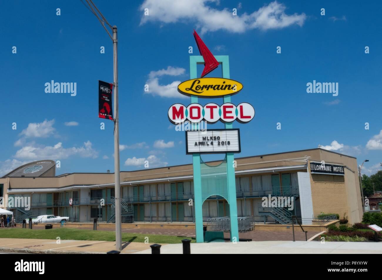 Ripristinato il neon segno esterno della Lorraine Motel, dove Martin Luther King è stato ucciso, è stato restaurato come il National Civil Rights Museum a Memphis Foto Stock