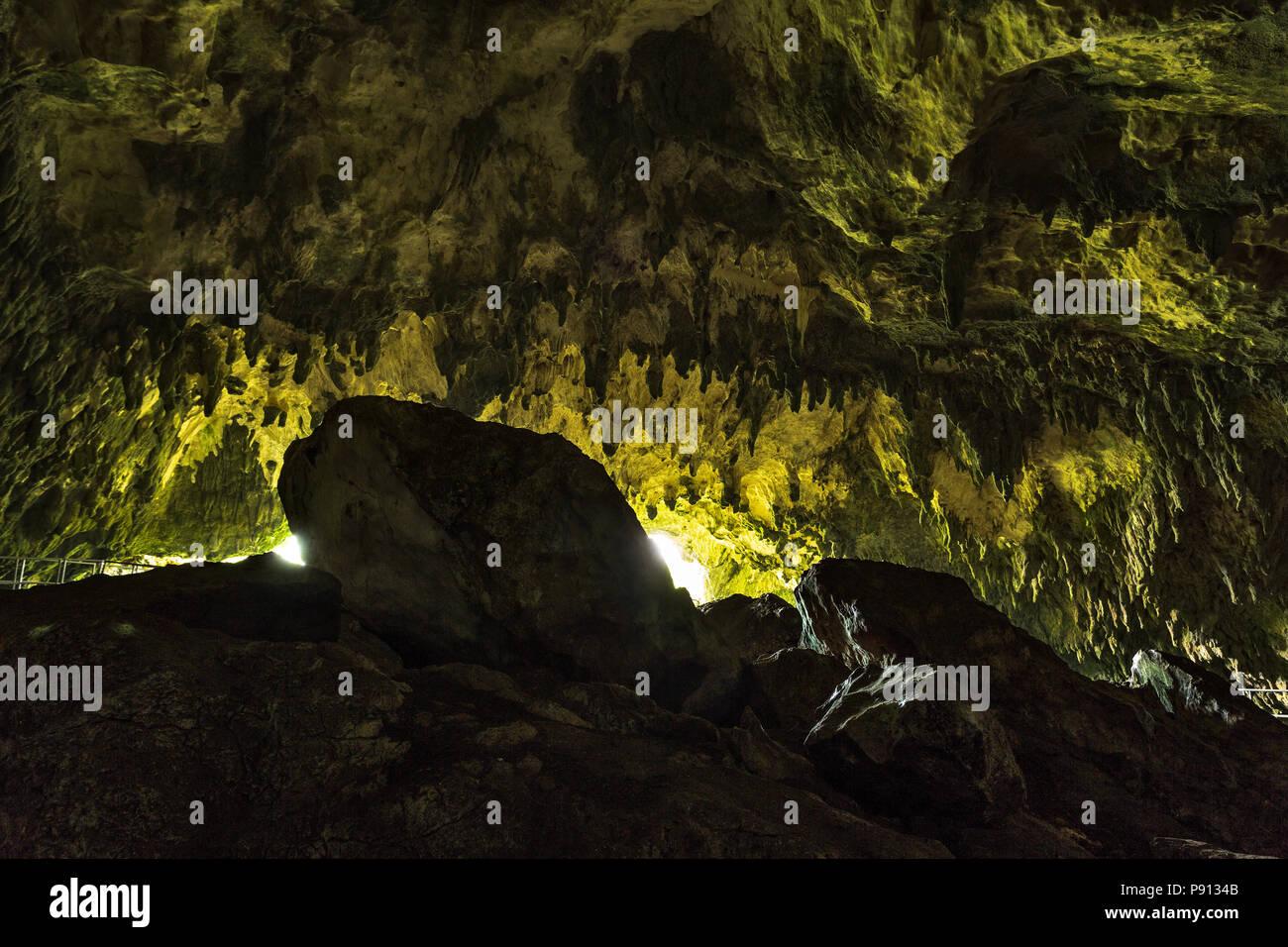 La Grotta del Colle, grotta preistorica. .Abruzzo Immagini Stock