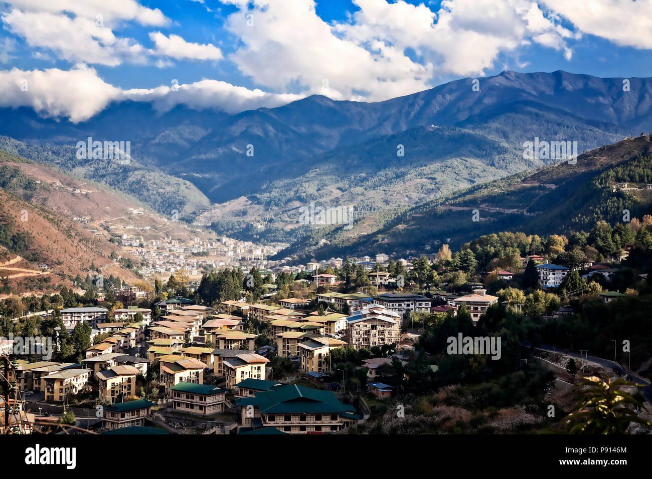 La città capitale di Thimphu nei foothills dell'Himalaya, Bhutan. Immagini Stock