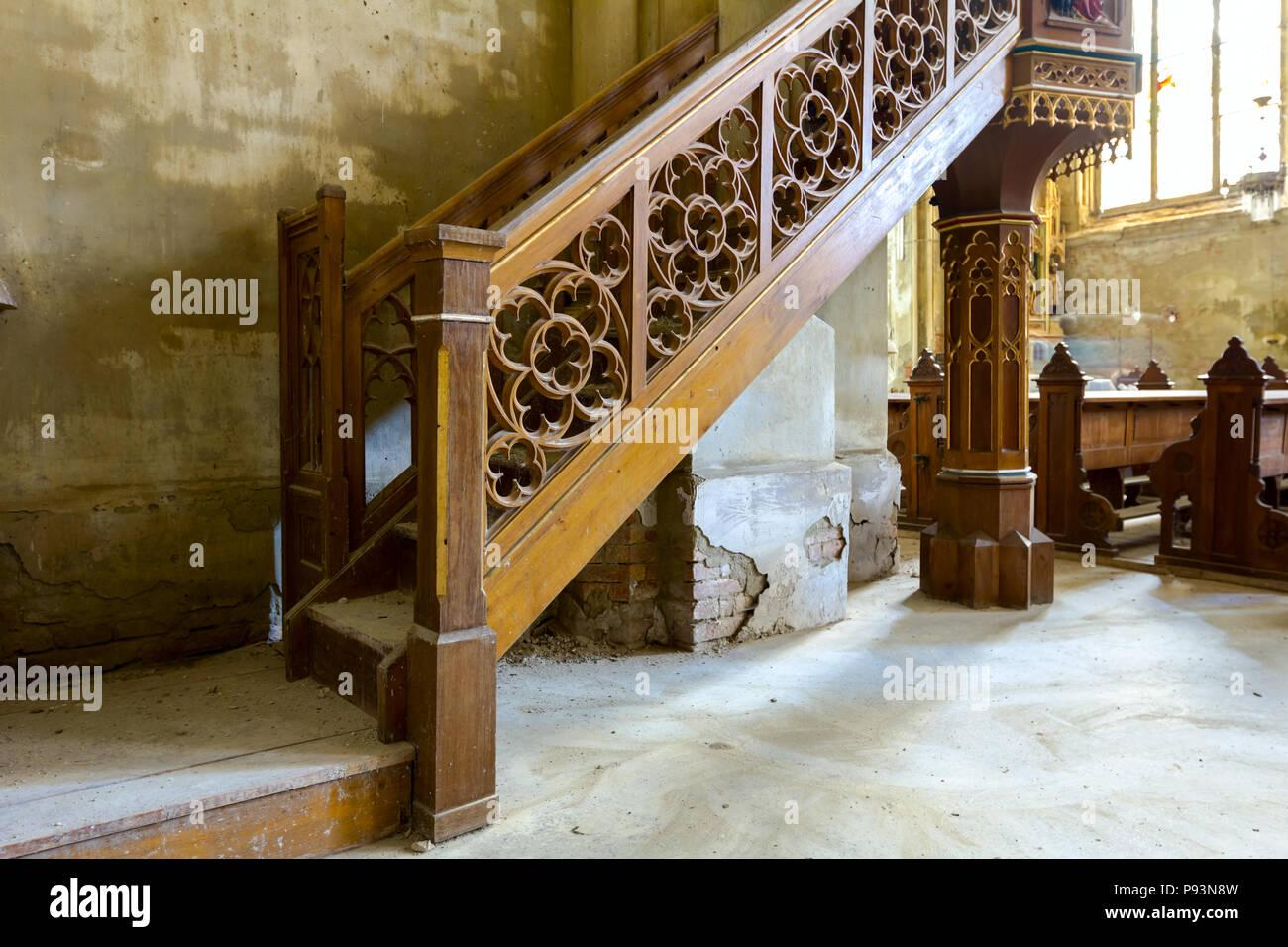 Scaletta In Legno Antica : La scala di legno decorativo bannister per altare sul balcone in
