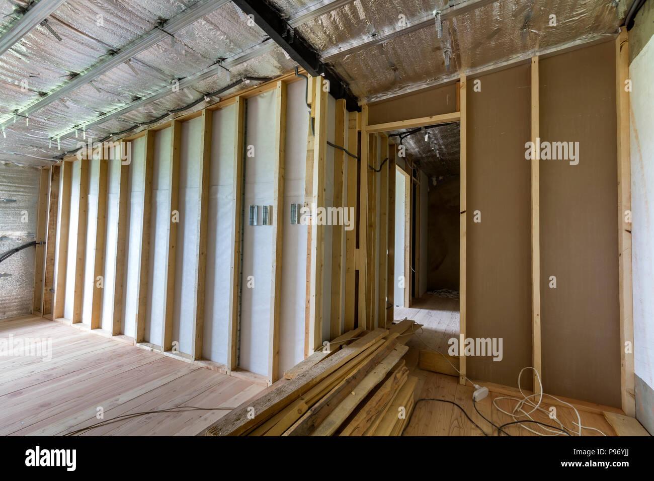 Parete Divisoria In Legno camera sotto costruzione e ristrutturazione con foglio di