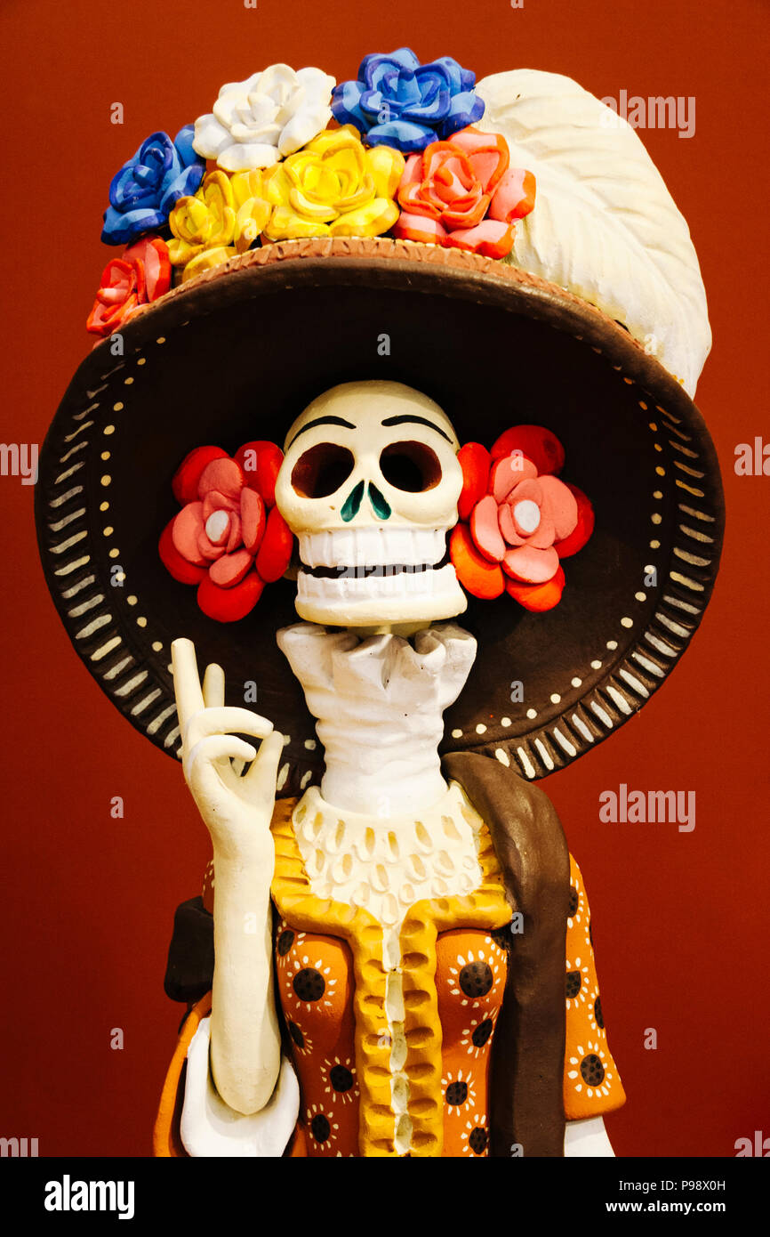 Merida, Yucatan, Messico : tradizionale ceramiche Maiolica raffigurante la Calavera Catrina presso il piccolo museo nella Hacienda San Pedro Ochil, 38 km da Foto Stock