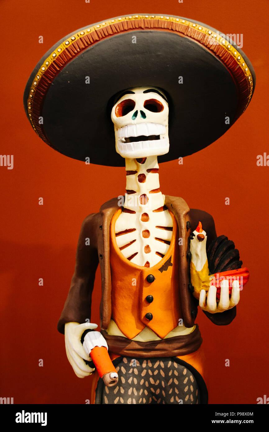 Merida, Yucatan, Messico : tradizionale ceramiche Maiolica raffigurante una versione maschile di La Calavera Catrina presso il piccolo museo nella Hacienda San Pedro Foto Stock