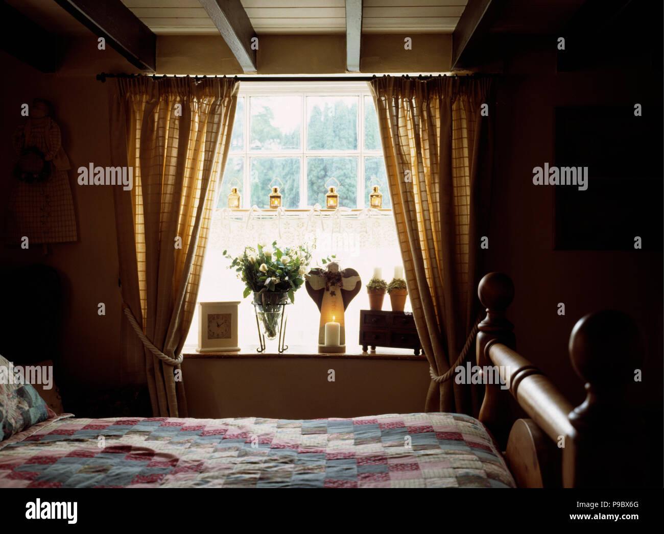 Candele Camera Da Letto : Candele e angelo candela supporto sul davanzale in cottage camera