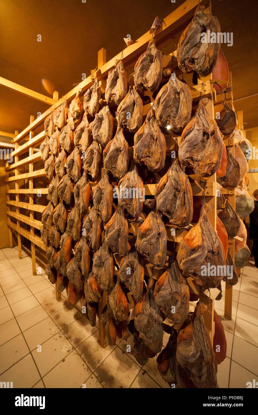 La Slovenia,prosciuttificio.il condimento prosciutto Immagini Stock