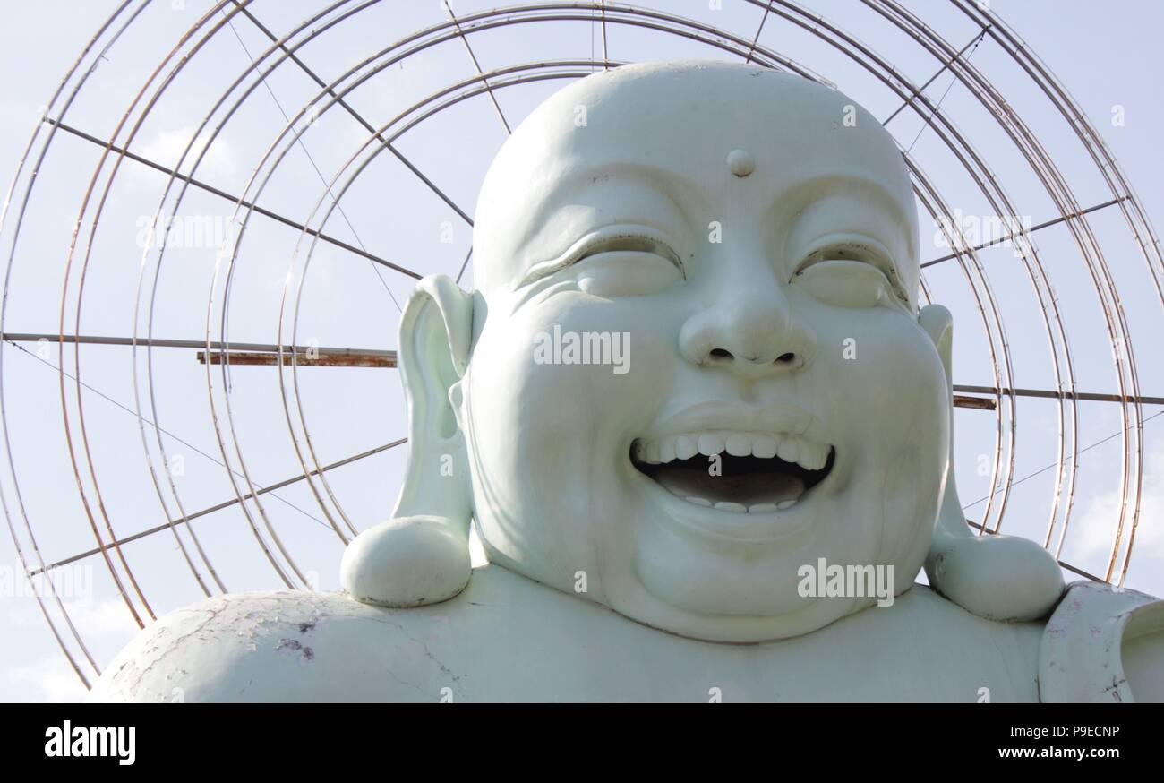 Enorme Buddha felice in Da Lat, Vietnam Immagini Stock
