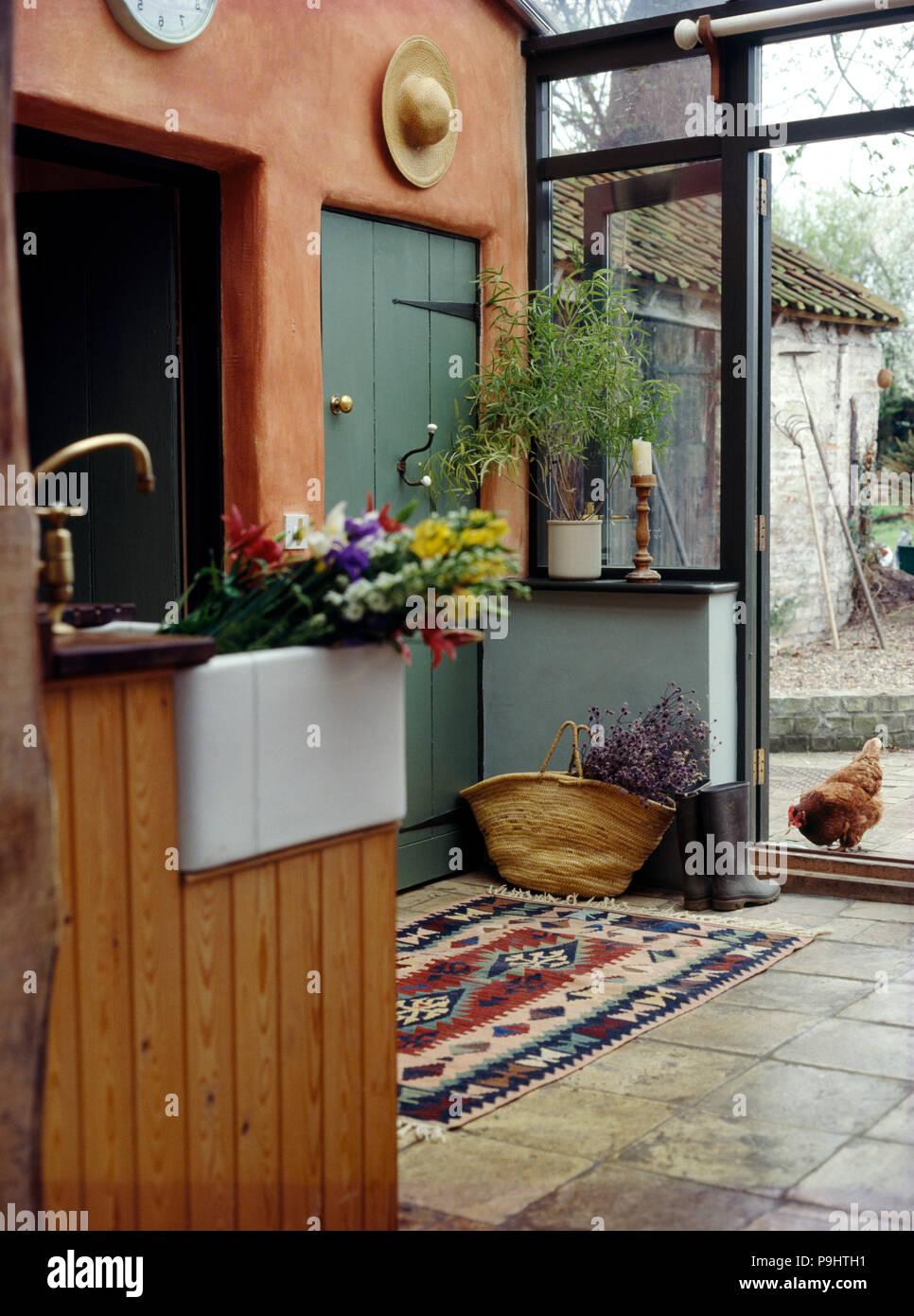 Belfast lavandino su unità di angolo in un cottage di estensione da ...