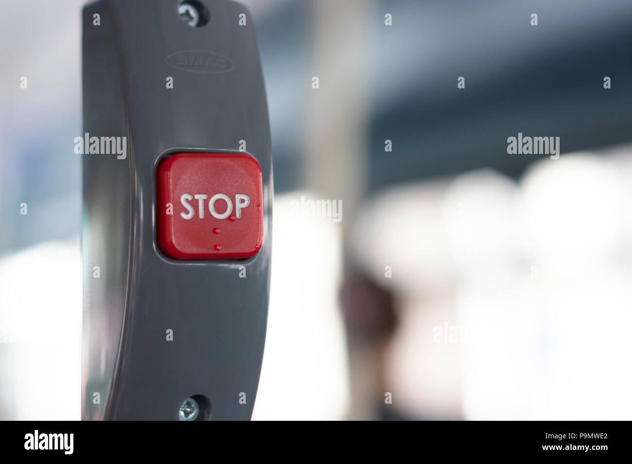 Richiesta di arresto sul pulsante di Londra Trasporto bus Immagini Stock