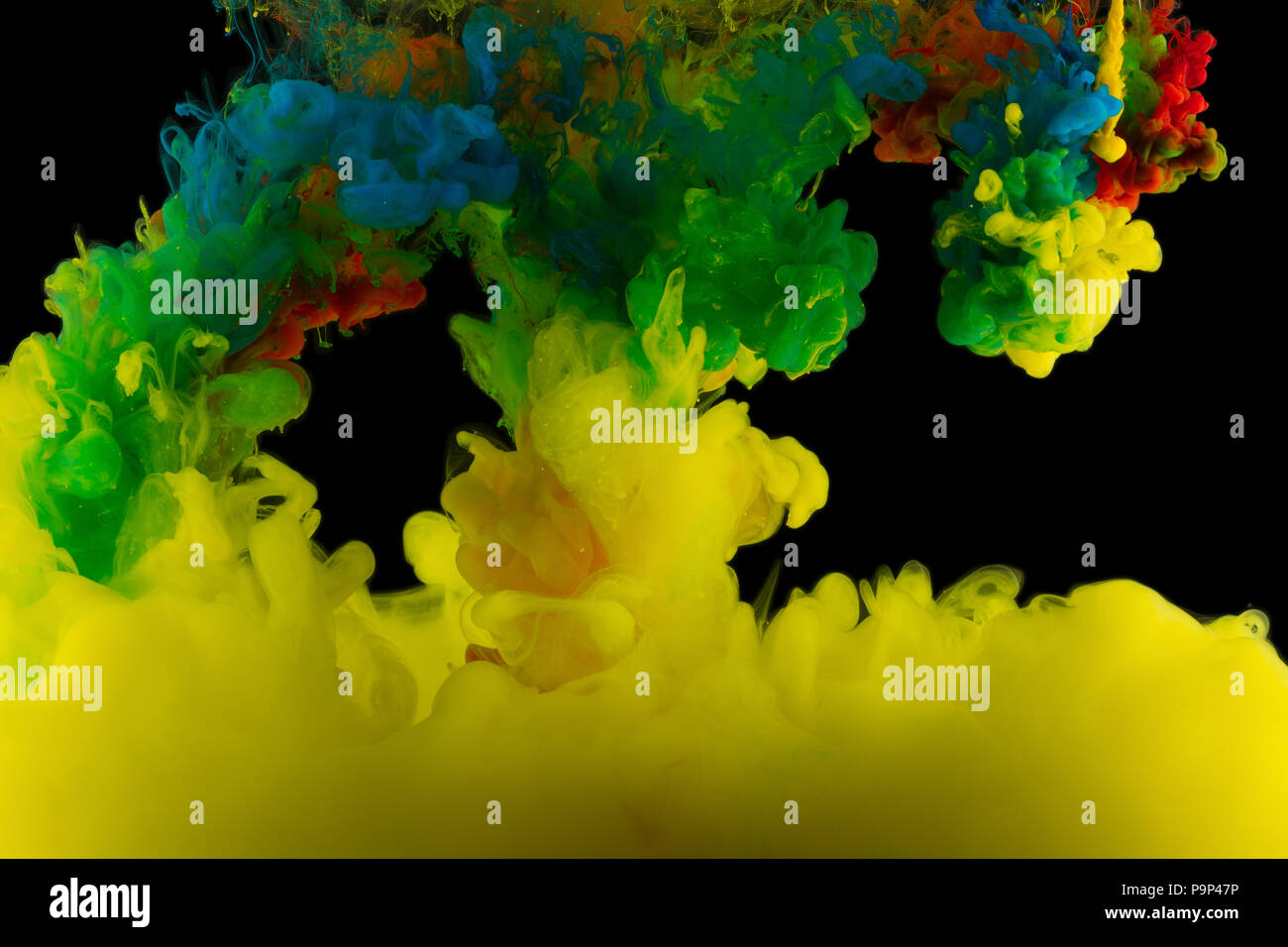 Astrazione multicolore su uno sfondo nero, studio luce Immagini Stock