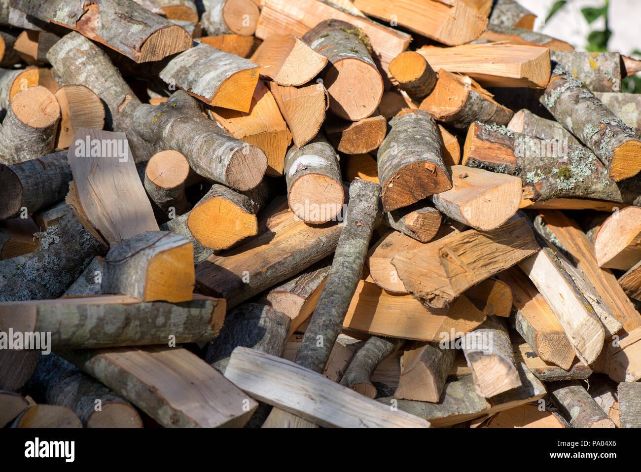 Una pila di legna da ardere preparato per il riscaldamento della