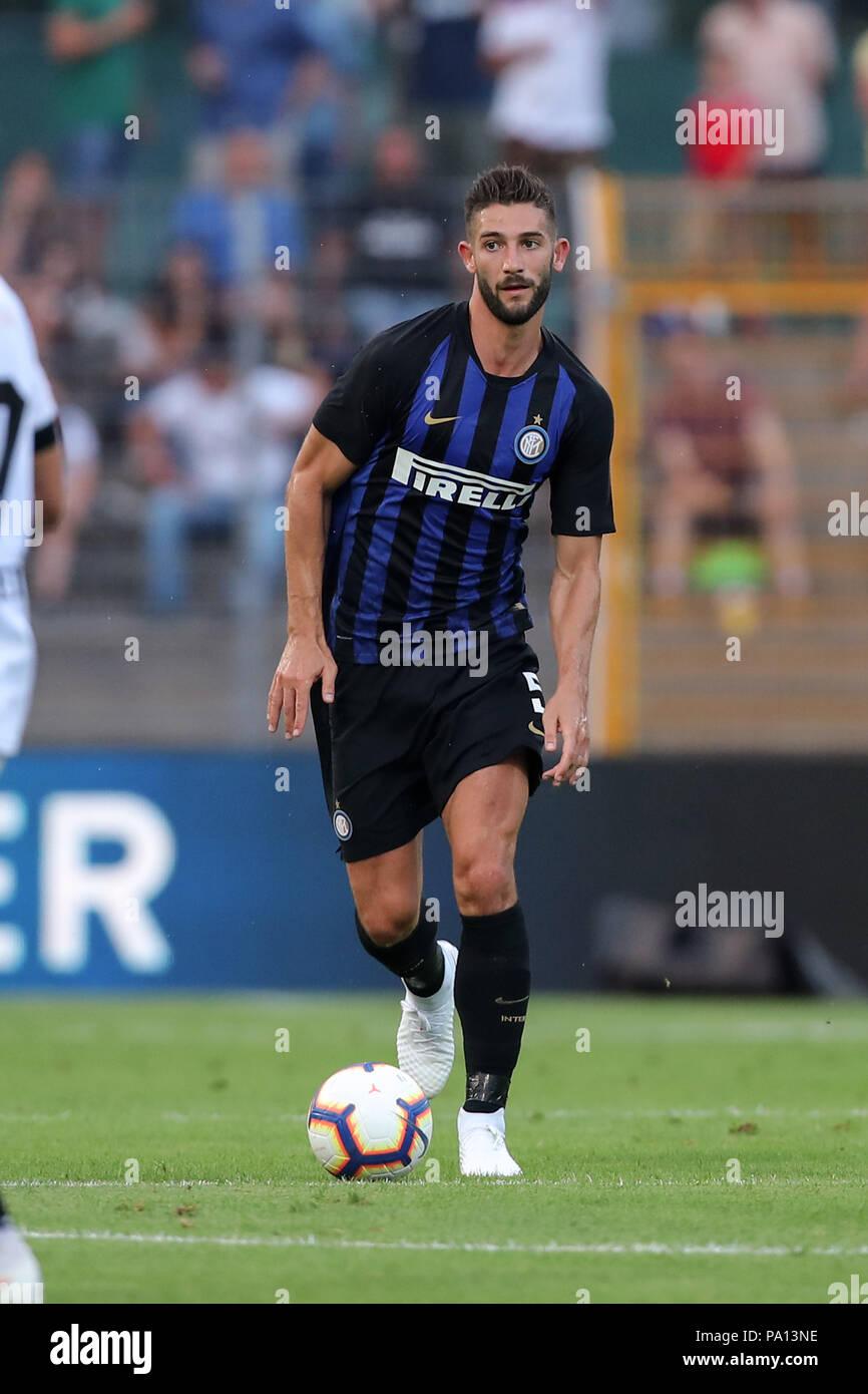 Roberto Gagliardini (Inter) durante l'italiano la pre-stagione amichevole  tra FC Lugano 0-3 FC Inter a Cornaredo Stadium il 14 luglio 2018 a Lugano,  Svizzera. Credito: Maurizio Borsari/AFLO/Alamy Live News Foto stock -