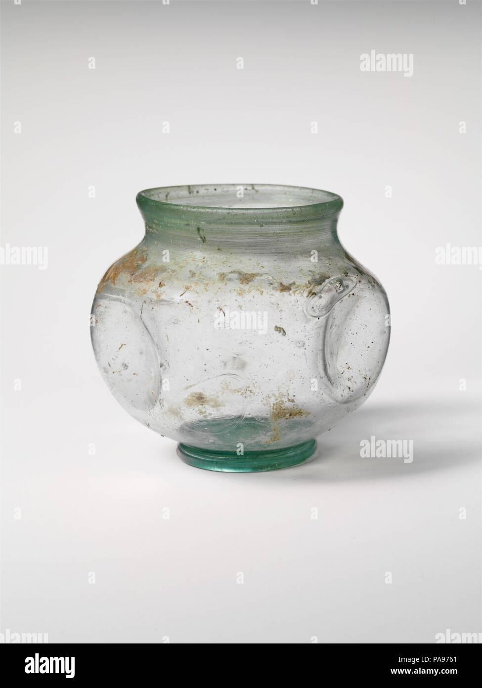 Vasi Interno Grandi Dimensioni vaso di vetro. cultura: romano. dimensioni: h.: 2 7/8 x 3 1