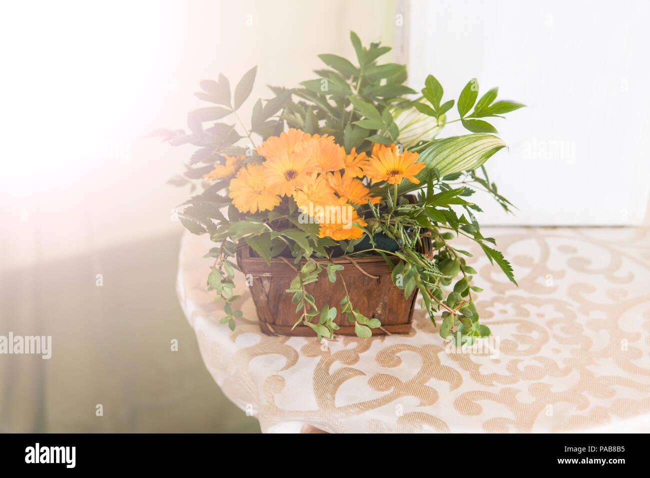 Decorazioni Matrimonio Arancione : Composizione di fiori realizzata con fiori arancione al matrimonio