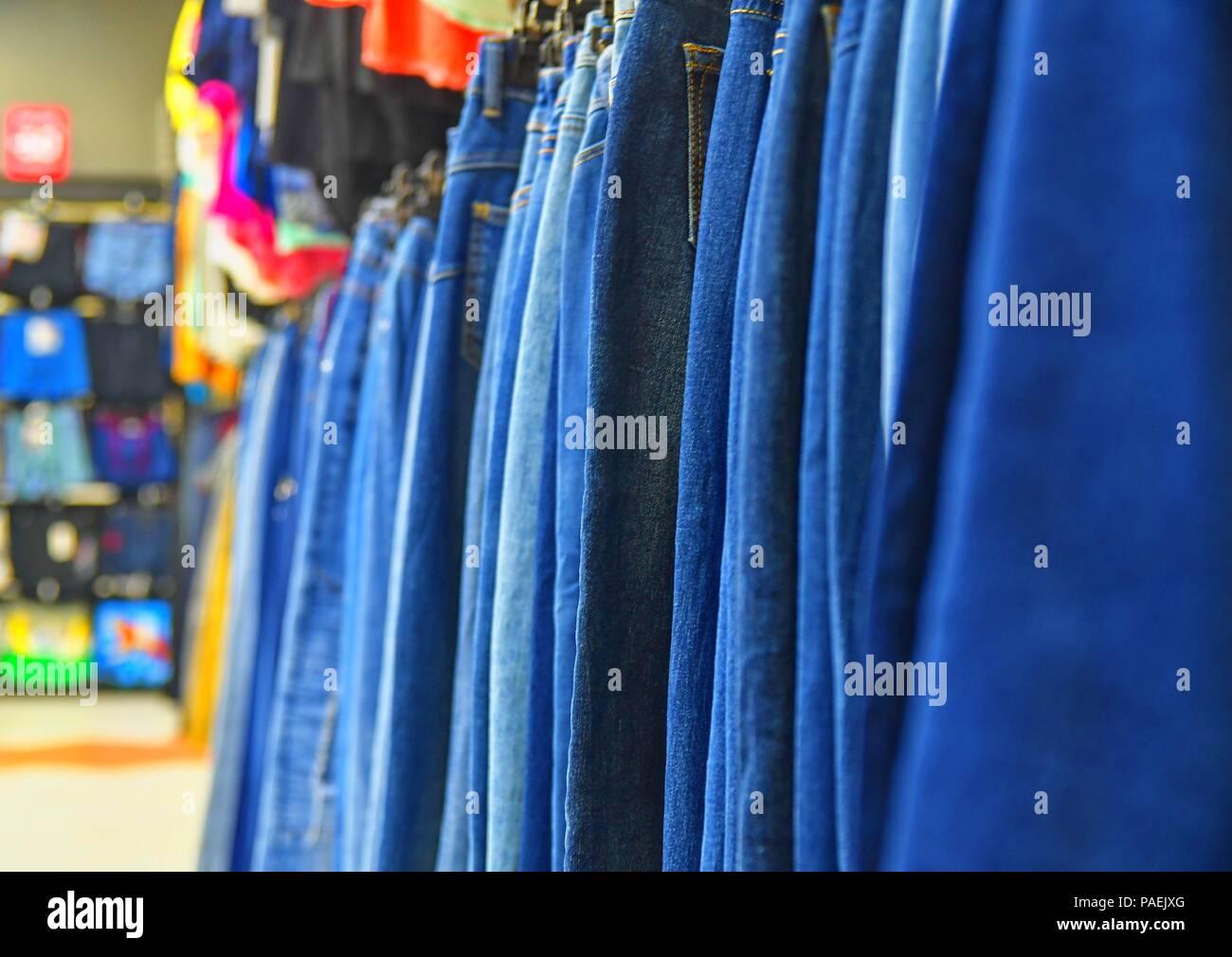 f2ce0b5be900 Appendiabiti Negozio Abbigliamento  Collezione di giacche di pelle ...