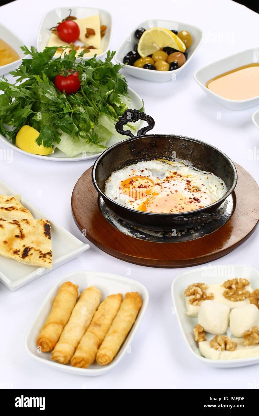 Bagno turco Colazione con uova fritte Foto Stock