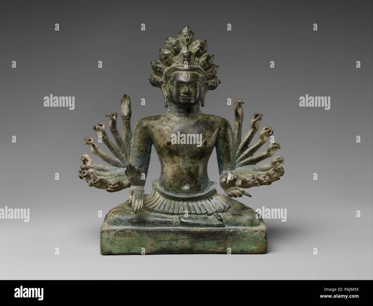 Eleven-Headed Avalokiteshvara, il Bodhisattva della compassione infinita. Cultura: Thailandia. Dimensioni: H. 7 3/8 in. (18,7 cm). Data: decimo secolo. Tali multi-armati, undici capo-immagini di Avalokiteshvara sono state importanti sia per il Mahayana e Vajrayana praticanti buddista. Questo tipo di rappresentazione evidenzia Avalokiteshvara la conoscenza nonché la sua capacità di prendere più azioni simultanee a nome del devoto. Museo: Metropolitan Museum of Art di New York, Stati Uniti d'America. Immagini Stock