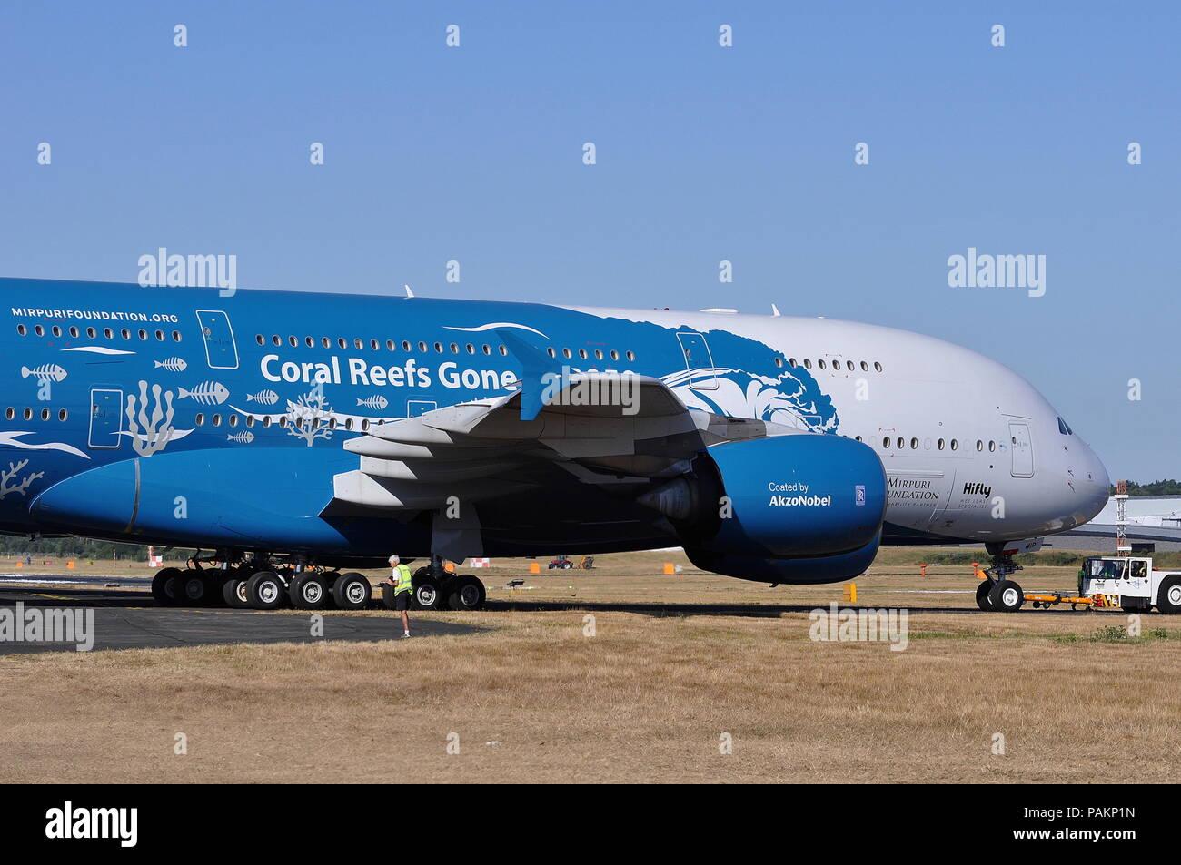 HIFLY Airbus A380 IN 'Salva le barriere coralline' livrea. Immagini Stock
