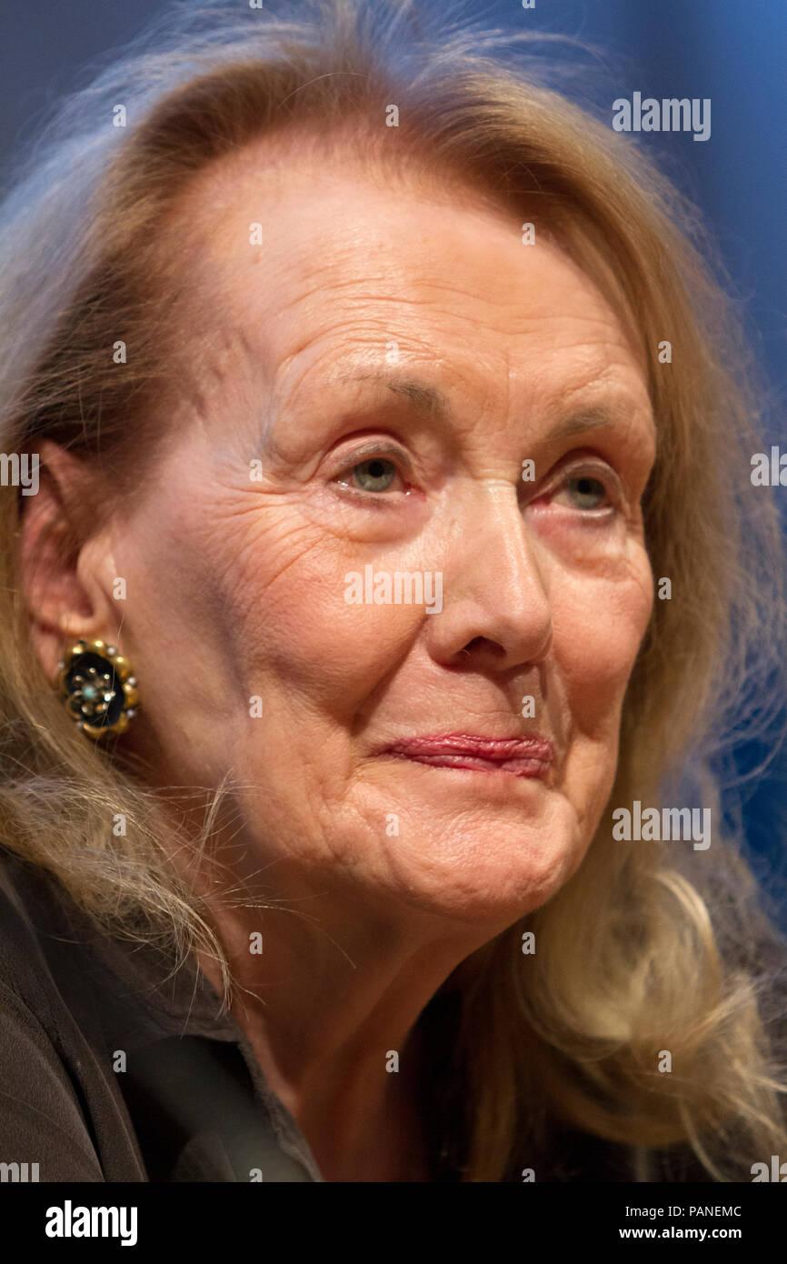 Lo scrittore francese Annie Ernaux durante una conferenza del 2017 Fiera del Libro di Torino Foto Stock