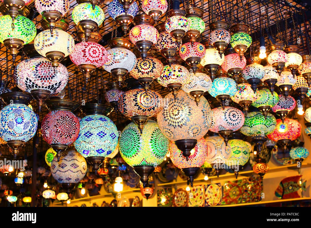 Bagno turco lampade per la vendita nel grand bazaar istanbul