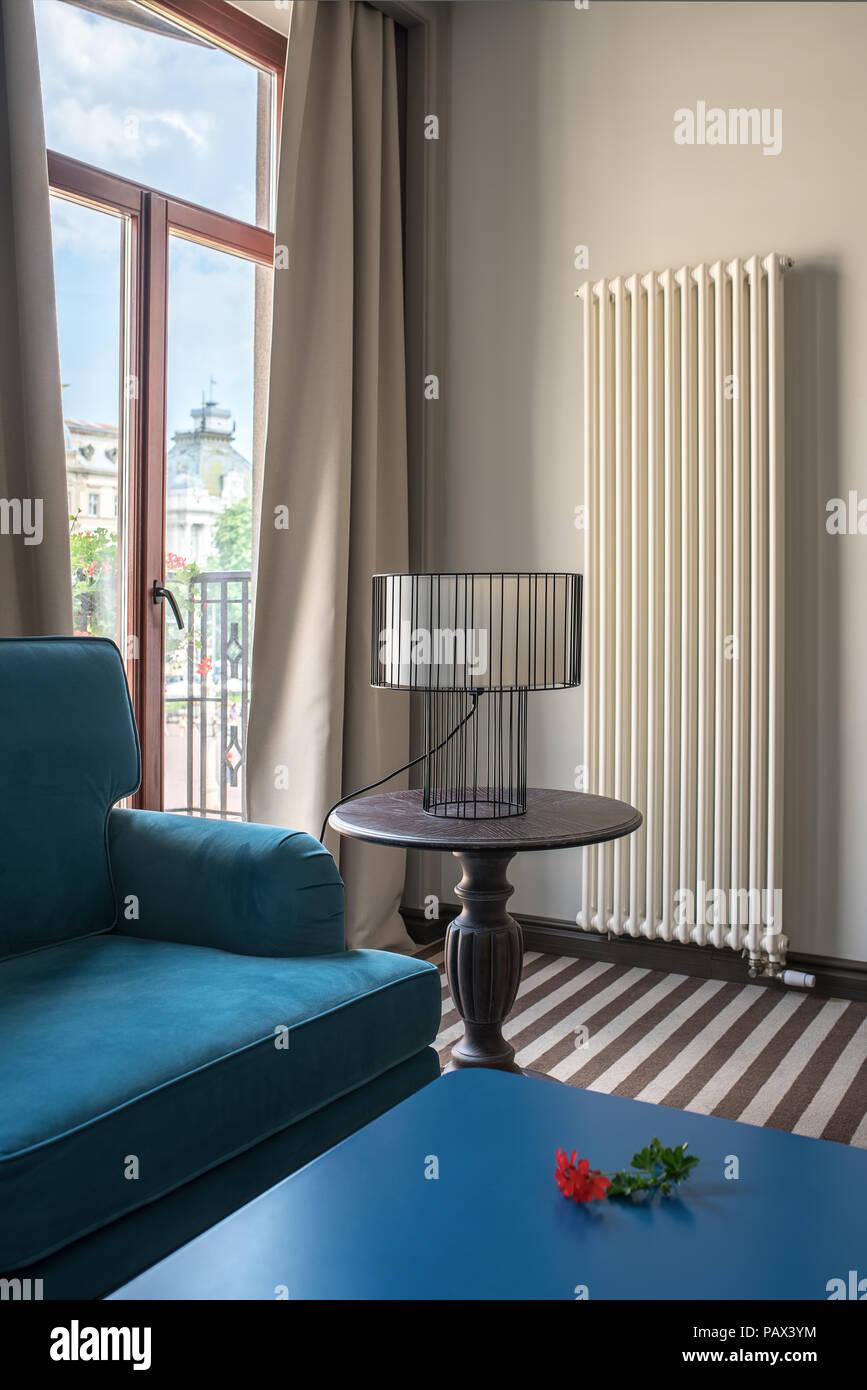Hotel Elegante Camera Con Pareti Di Colore Chiaro E Un Pavimento