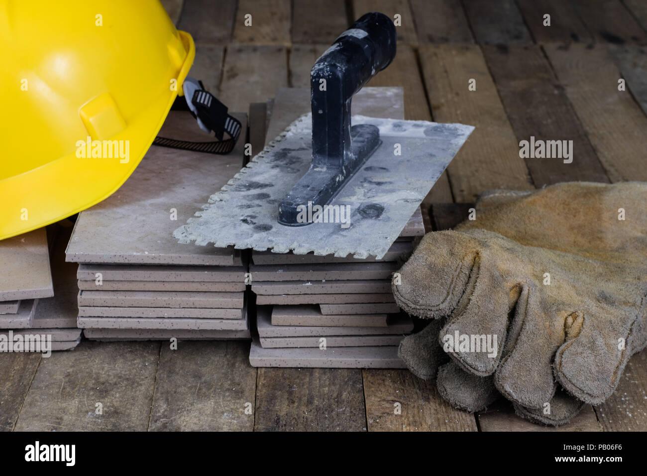 Casco piastrelle e strumenti per il costruttore accessori per