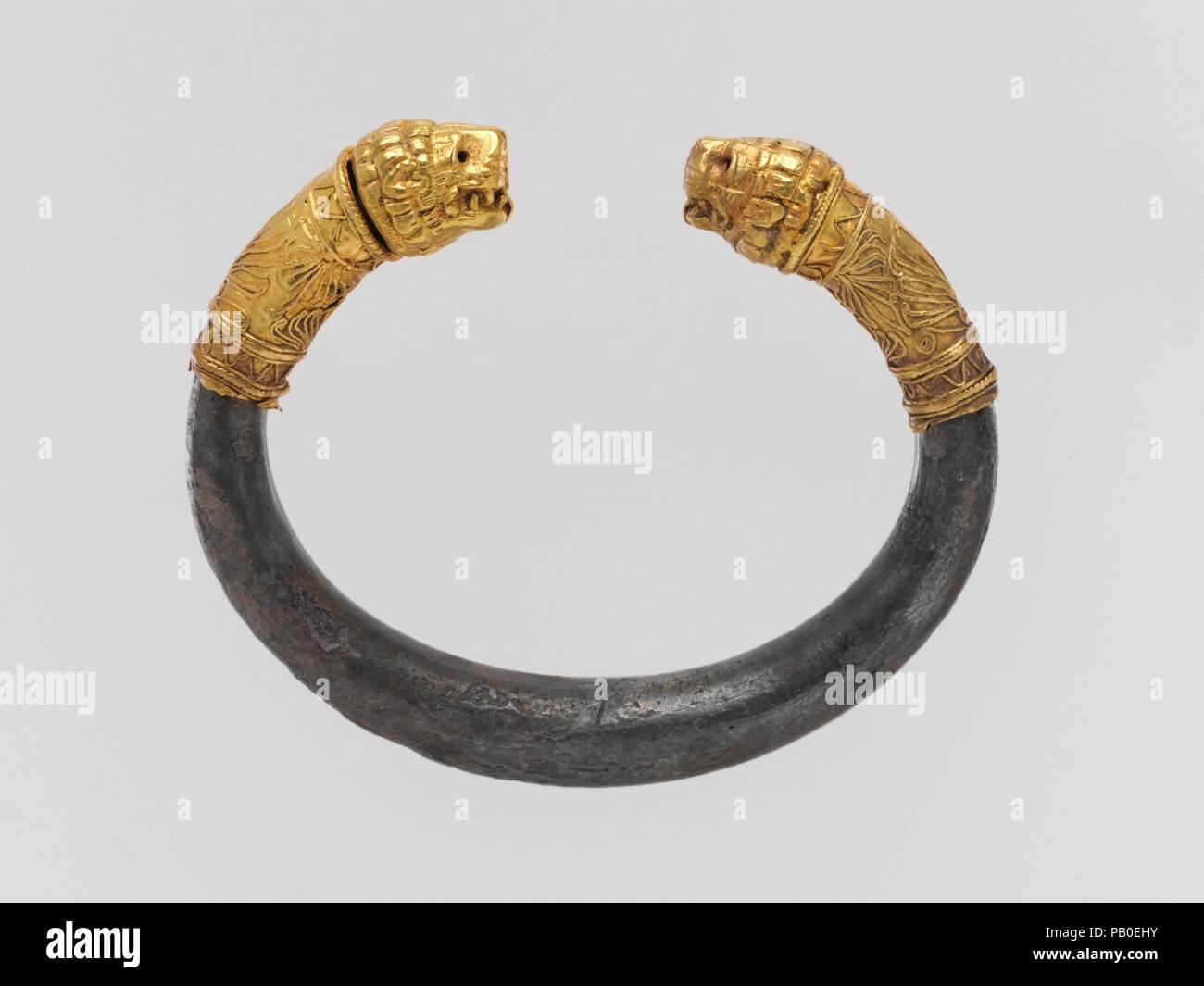 per comprare New York stili classici Bracciale in argento con oro testa di leone finials. Cultura ...