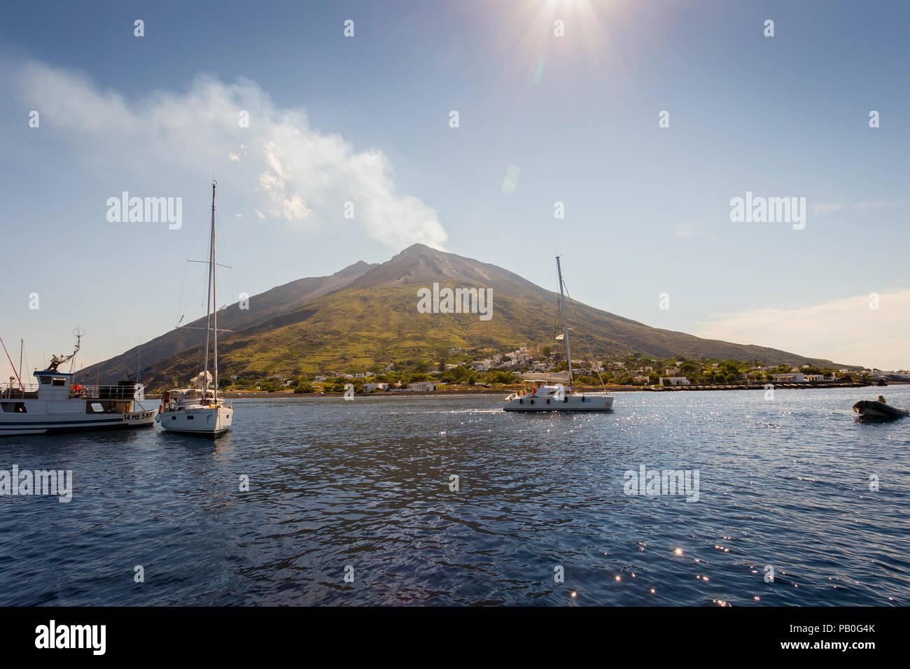 L'isola vulcanica di Stromboli e le isole Eolie, in Sicilia. Immagini Stock