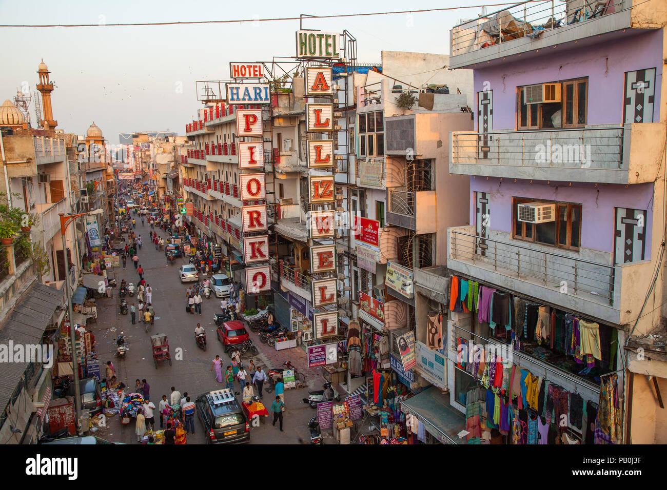 Vista in elevazione del bazar principale, New Delhi, India. Immagini Stock