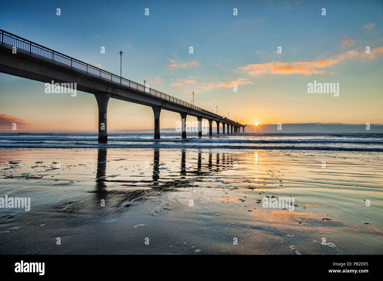 Sunrise a New Brighton Pier, Christchurch, Nuova Zelanda. Immagini Stock