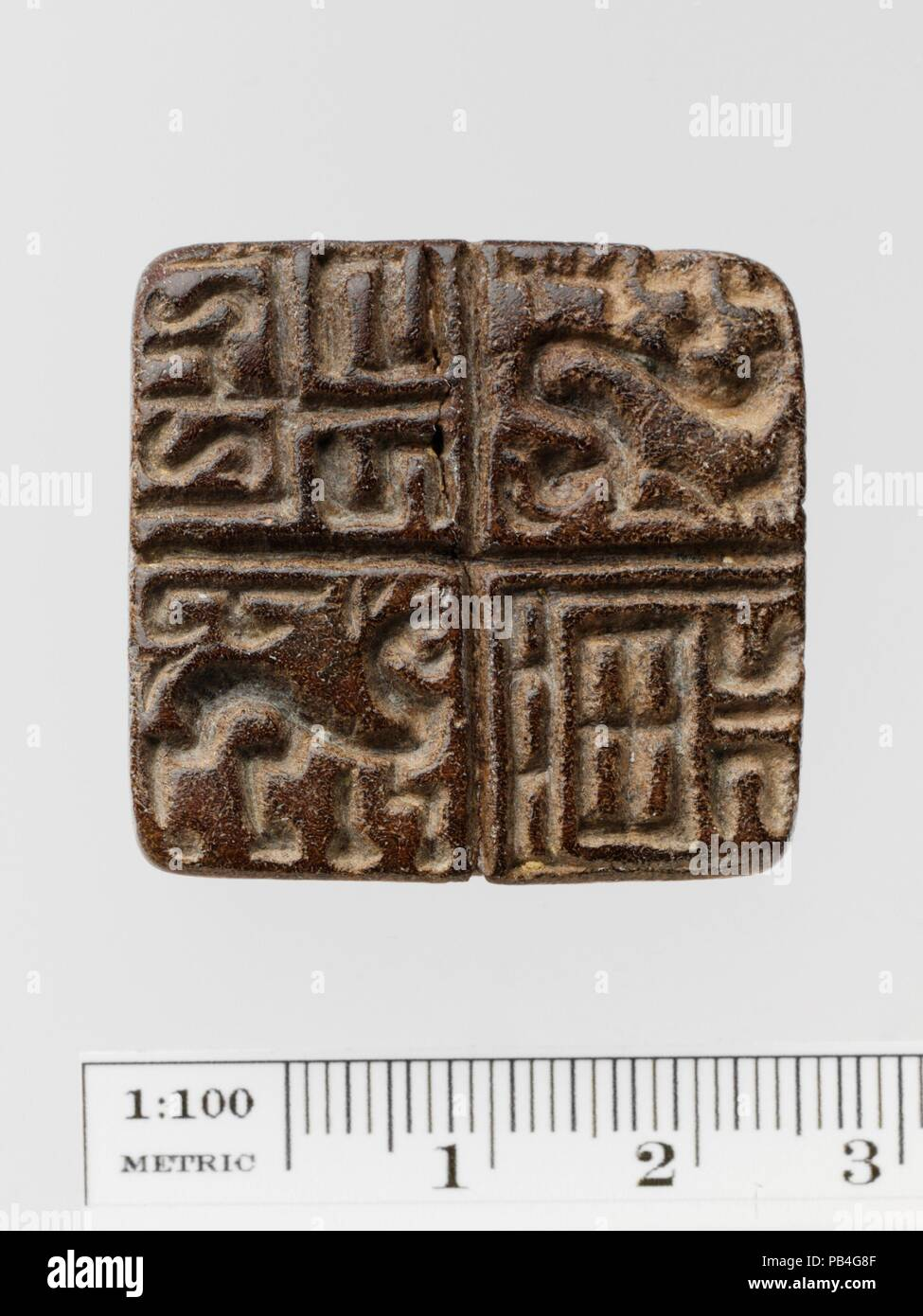 3acc3f42c592 Steatite guarnizione di forma quadrangolare. Cultura  greco. Dimensioni  L.  3.3 cm