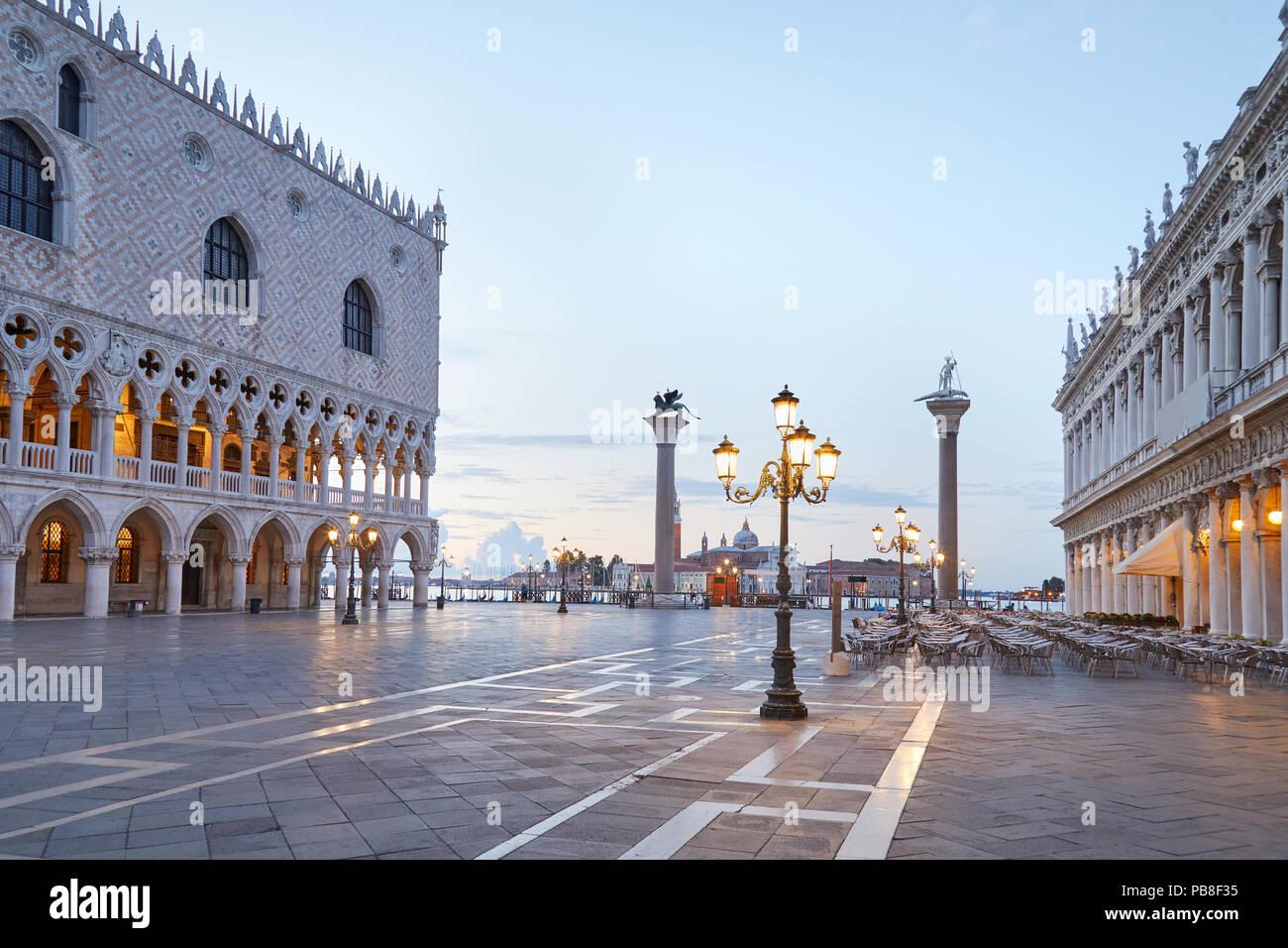 Piazza San Marco, nessuno la mattina presto a Venezia, Italia Immagini Stock
