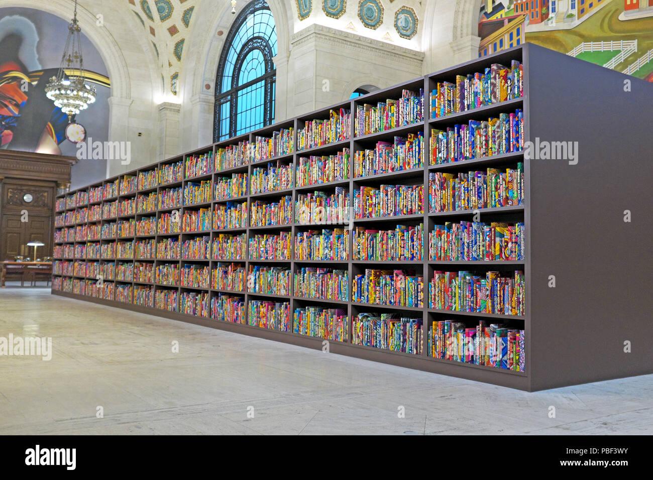 La libreria americana di arte di installazione da Yinka Shonibare in Cleveland Public Library Brett Hall di Cleveland, Ohio, USA. Immagini Stock