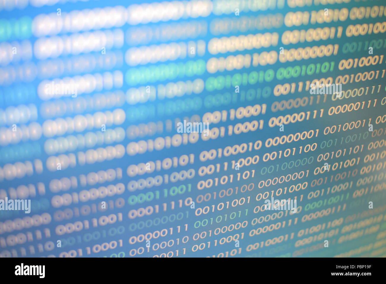 Blu codice binario. blocchi di dati binari. Concetto Blockchain. Sfondo blu con un computer digitale binario bit di codice numero uno e zero testo. Foto Stock