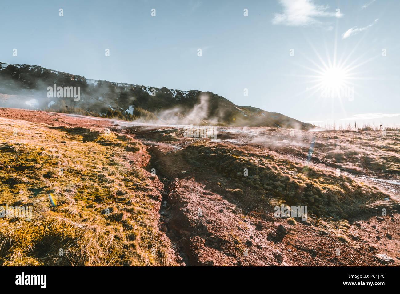 Acqua bollente e fango in area geotermale Reykjadalur valley nel sud dell'Islanda Immagini Stock