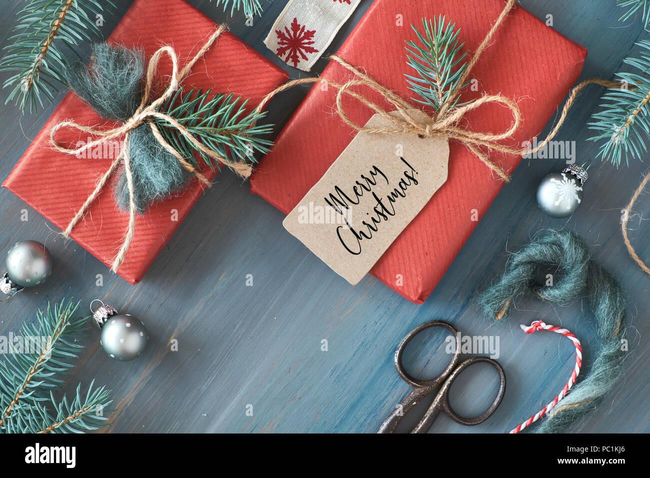 Regali Di Natale Di Carta.In Legno Rustico Sfondo Con Rami Di Abete E Regali Di Natale