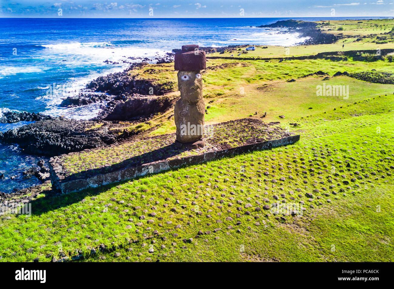 Una veduta aerea Ahu Tahai da soli Moai a Hanga Roa, Isola di Pasqua. Questo è l'unico dipinto con gli occhi come è stato in passato. Immagini Stock