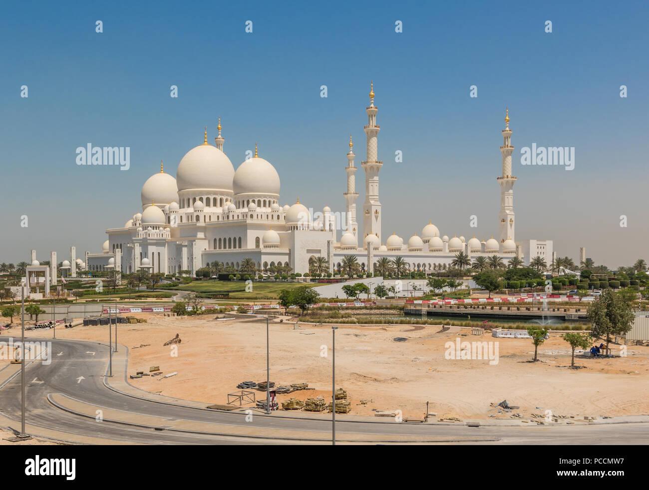 Abu Dhabi - la Moschea Sheikh Zayed è il più riconoscibile punto di riferimento di Abu Dabhi. Qui in particolare uno scorcio della sua splendida architettura Immagini Stock
