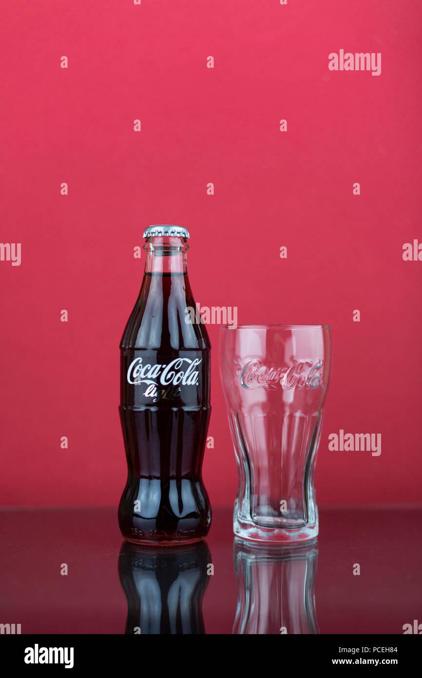 La Coca Cola Light Contorno Bottiglia Dal Regno Unito Su Sfondo
