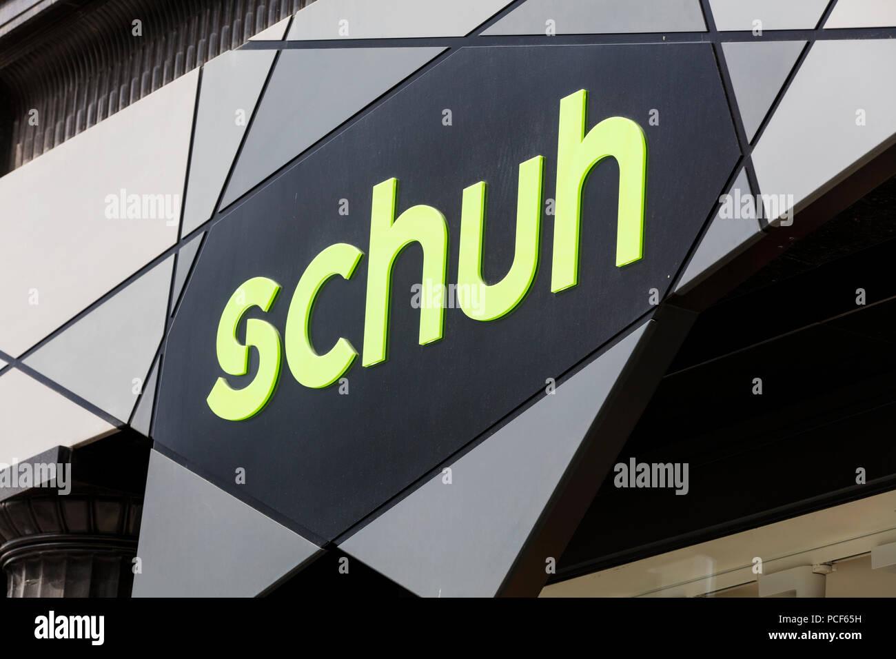 39322821ddabf4 Schuh Shoe Shop Immagini   Schuh Shoe Shop Fotos Stock - Alamy