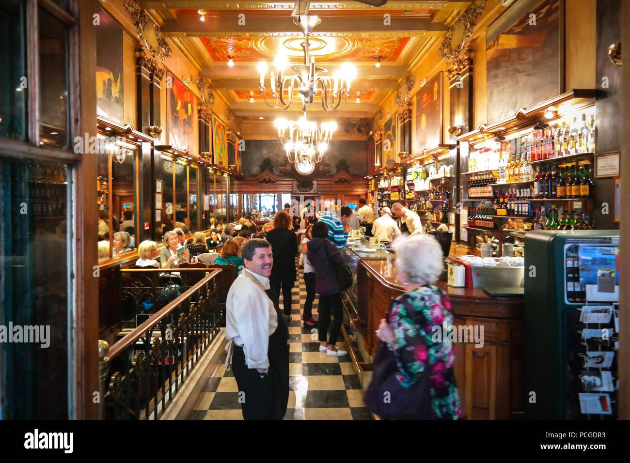 Lisbona. Famoso cafe e ristorante a Brasileira Immagini Stock