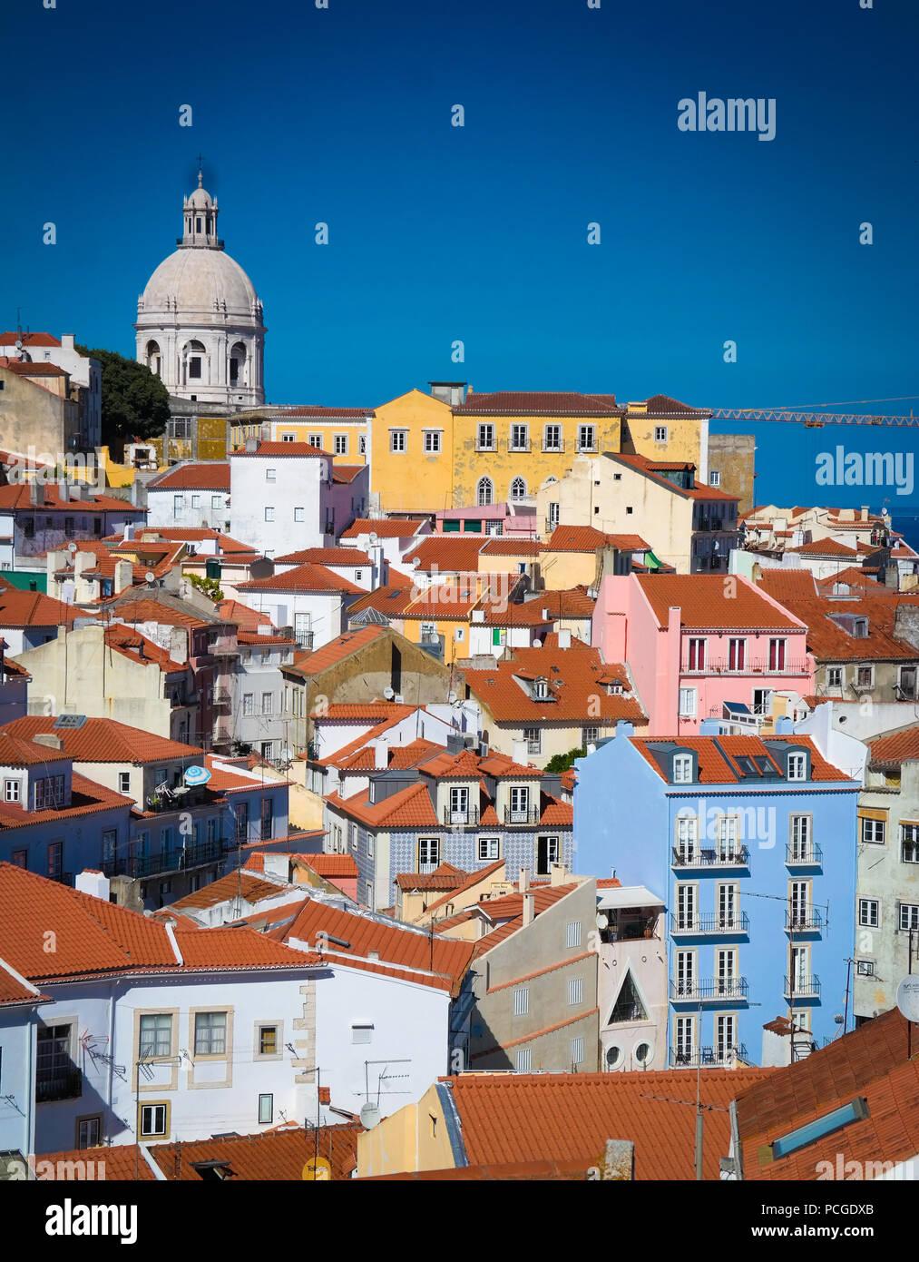 Lisbona. Alfama con Pantheon Immagini Stock