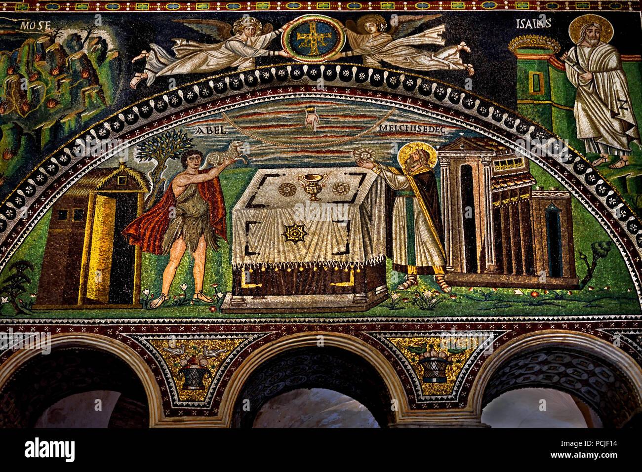 Il sacrificio di Abele e Melchisedech nella Basilica di San Vitale 547 annuncio del VI secolo in Ravenna - Mosaici ( tardo romana e bizantina, architettura) Emilia Romagna - Italia settentrionale. ( UNESCO World Heritage Site ) Immagini Stock