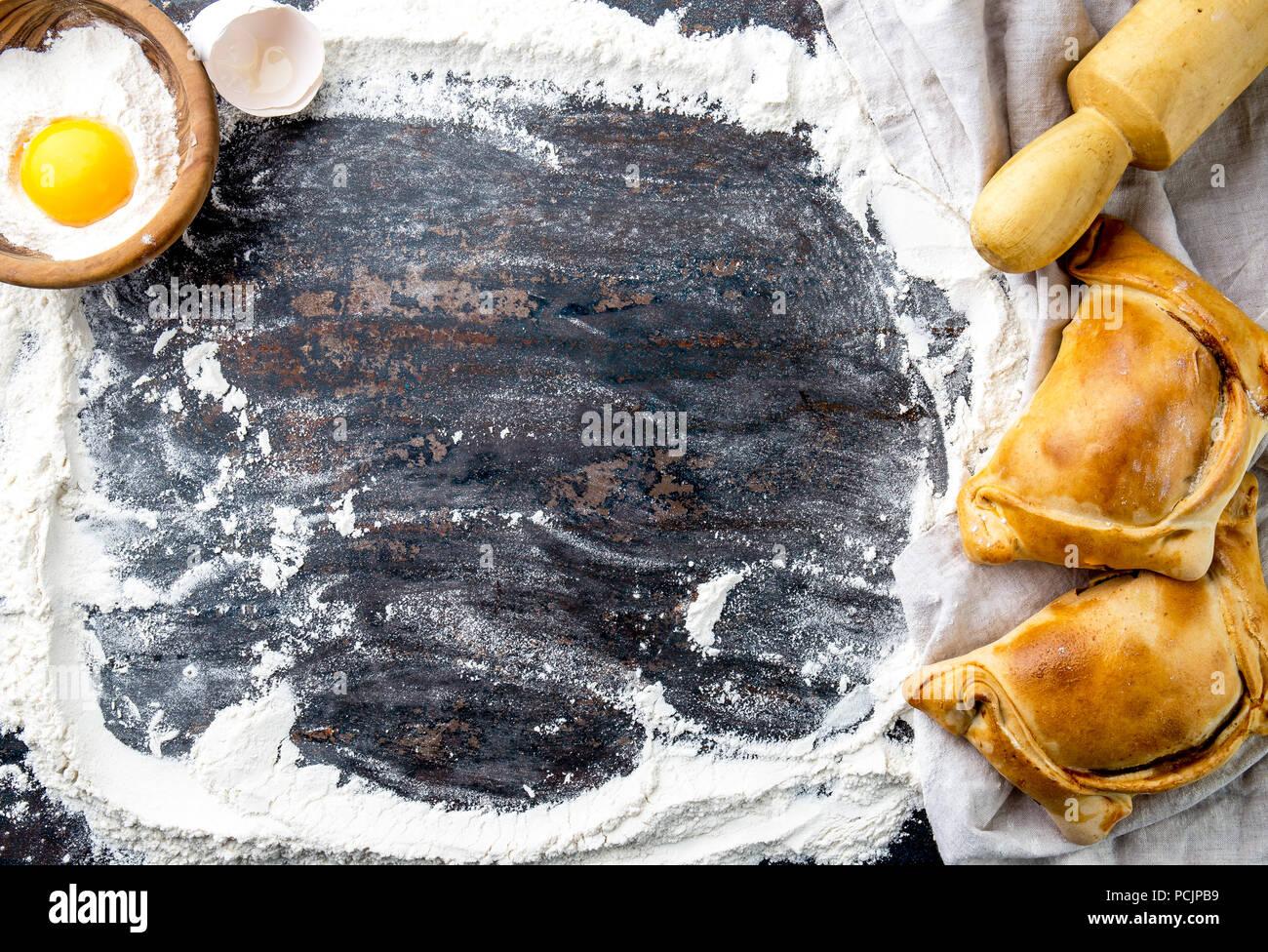 Indipendenza cilena giorno il concetto di cottura. fiestas patrias. Tipici cileni EMPANADAS DE PINO per giorno di indipendenza delle parti Immagini Stock