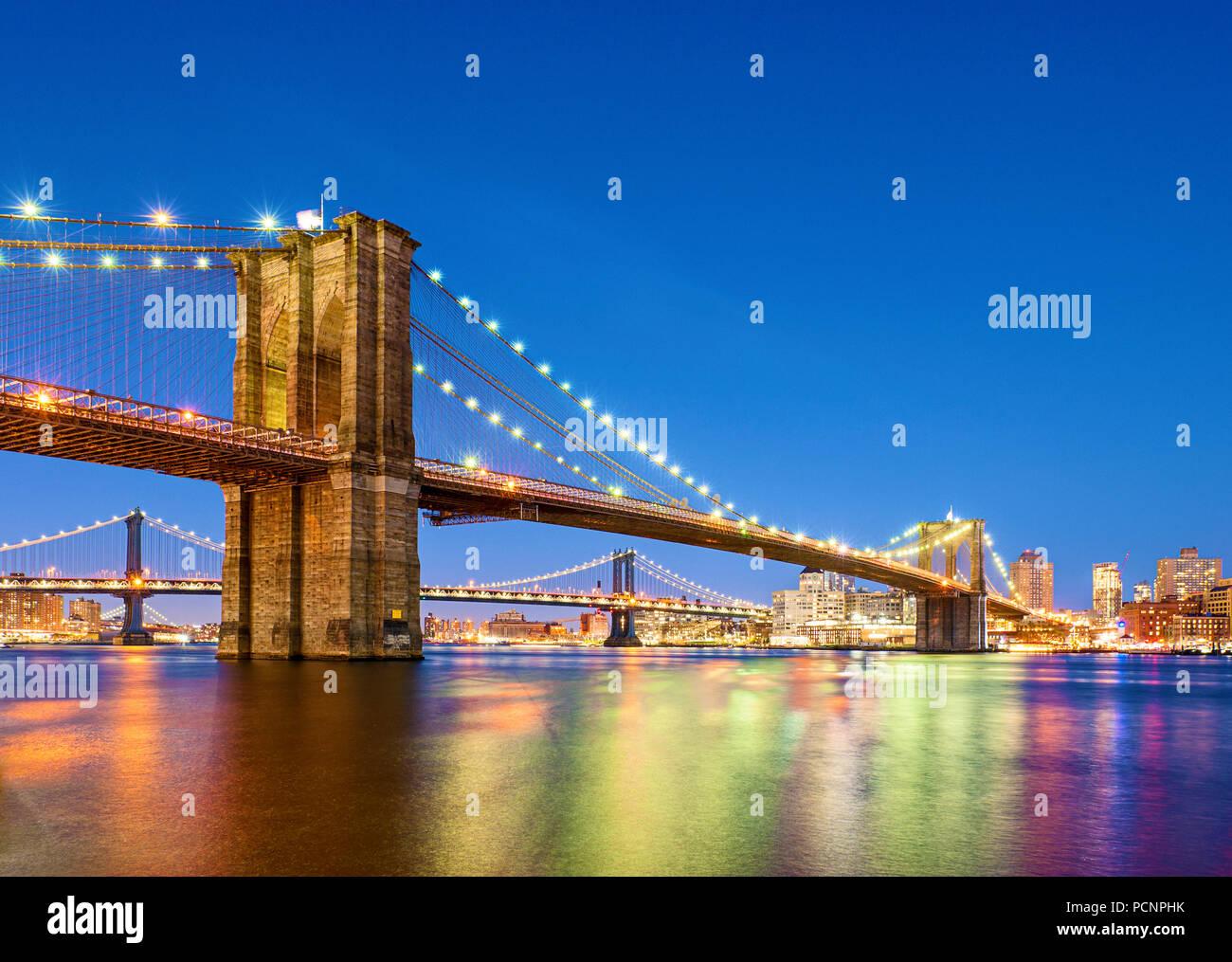 Il Ponte di Brooklyn a New York City il crepuscolo Immagini Stock