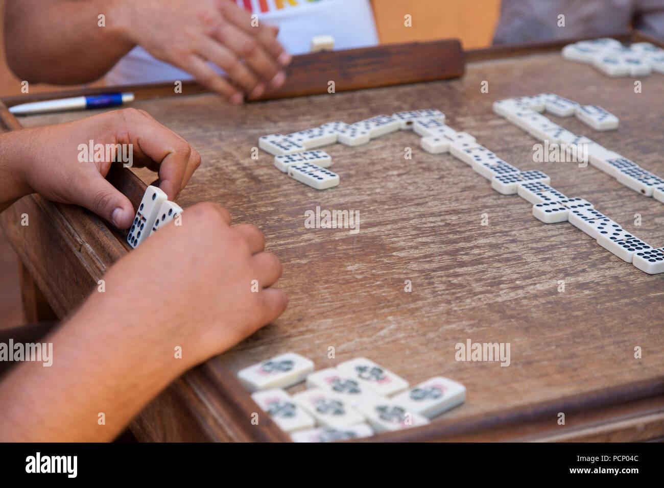 Caraibi cuba trinidad domino piastrelle sul tavolo da gioco